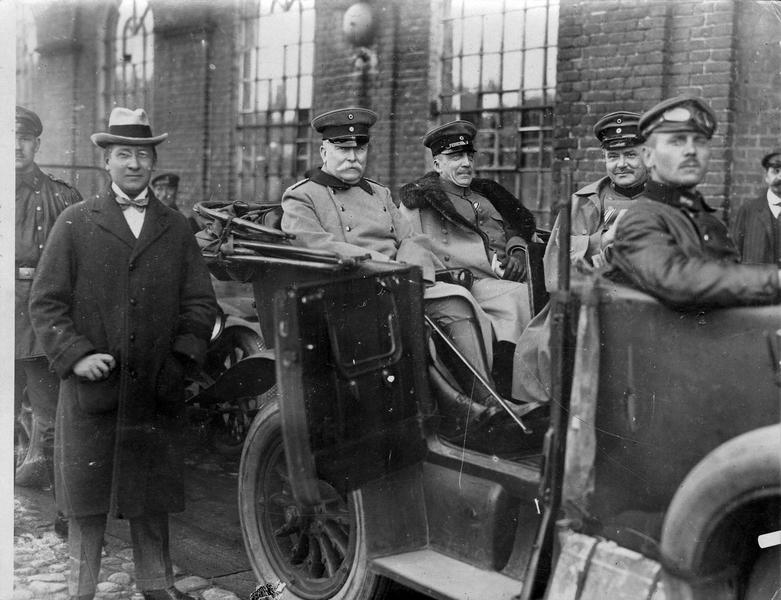 Son Excellence Delbrück, le ministre de l'Intérieur von Loebell et le secrétaire de l'université Drews (de gauche à droite)