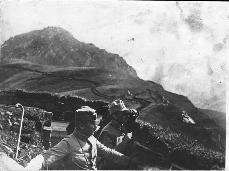 La nouvelle offensive italienne au Tyrol. Tranchées autrichiennes dans les montagnes de la Marmolada