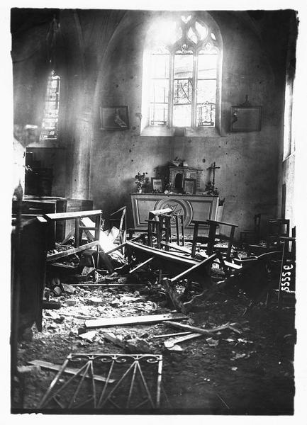 Dans la Marne. Intérieur de l'église de Montceaux après le bombardement