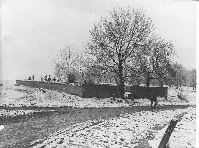 Un cimetière allemand derrière le front occidental