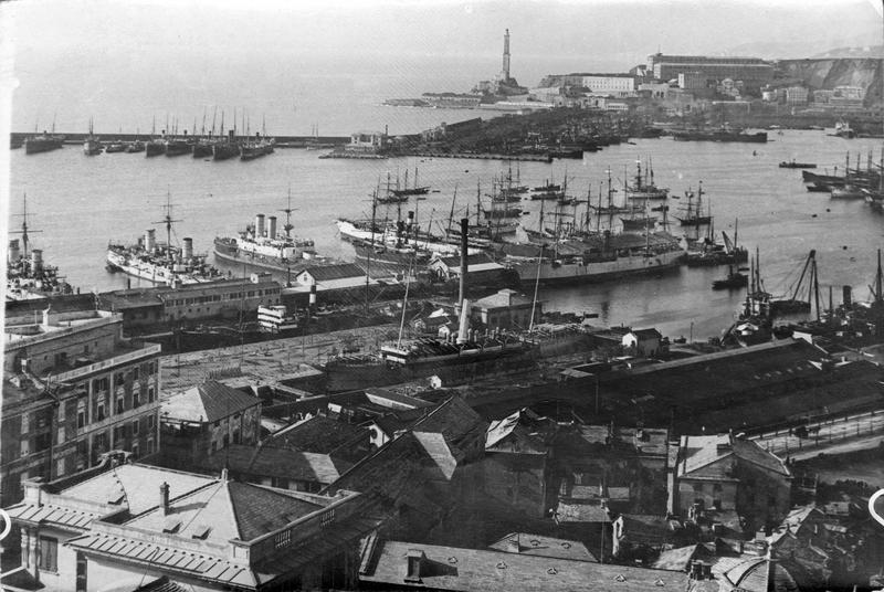 Vue sur le port de guerre
