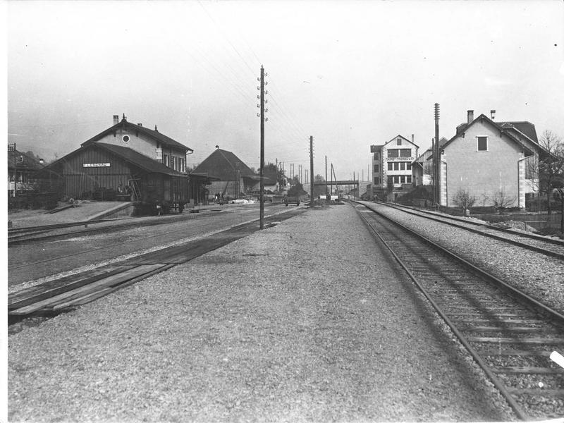 La Gare de Lengnau, passage de la nouvelle voie ferrée