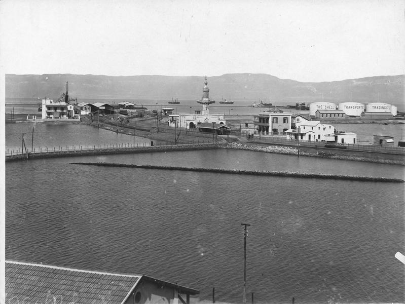 Le port et le phare de Suez