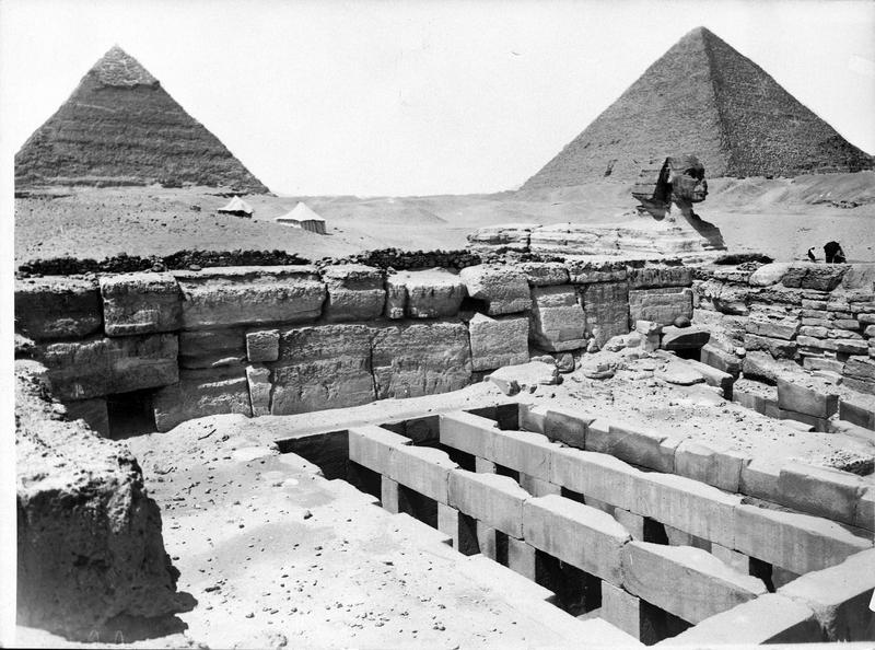 Les Pyramides et le Sphinx
