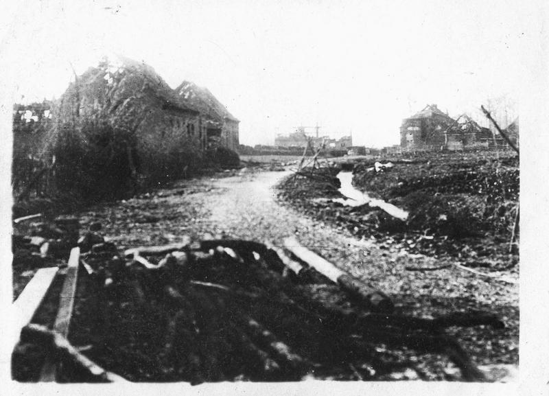 Sur le front. La banlieue d'Ypres, complètement dévastée à la suite de la dernière bataille