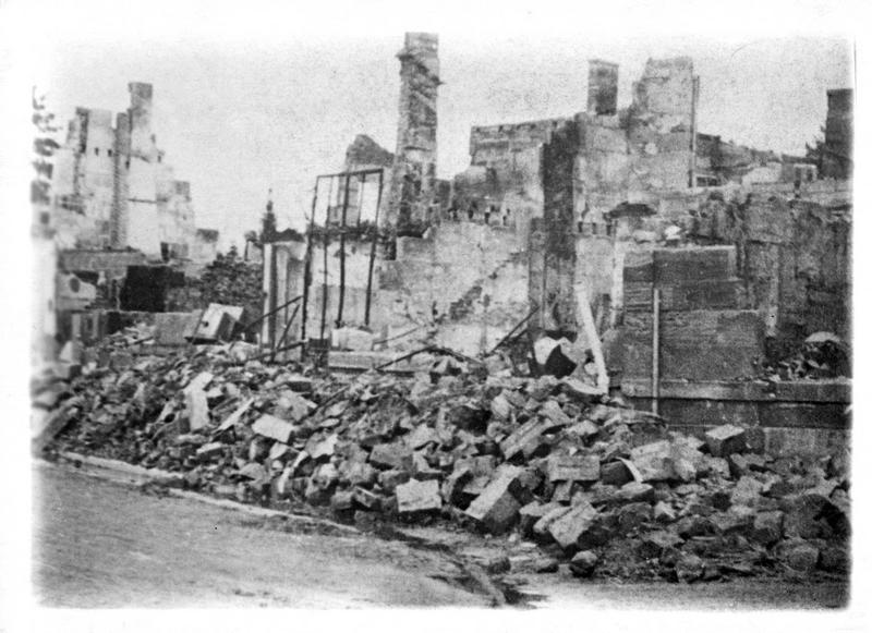 Sur le front. Le village de V. (en Argonne) bombardé par les Allemands