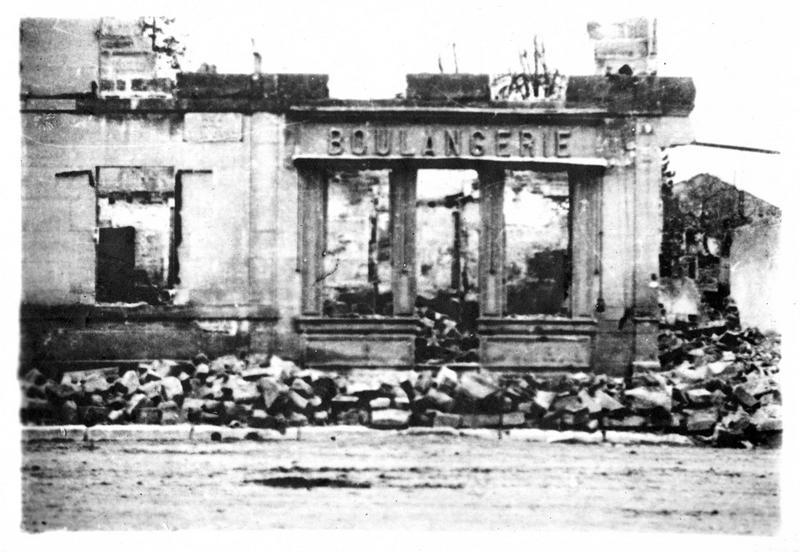Sur le front. Une boulangerie de Revigny après le passage des Allemands