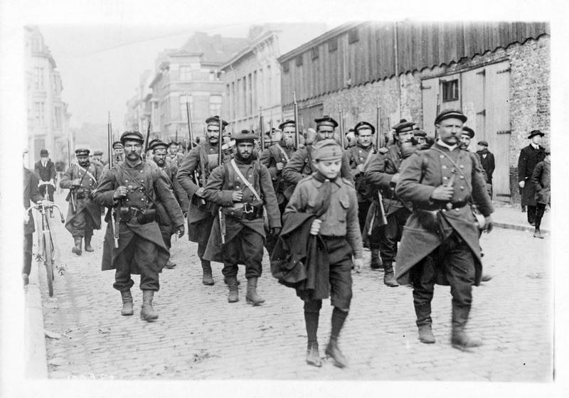 La guerre européenne. Les fusiliers marins français en région flamande, aux environs d'Ypres et de Dixmude