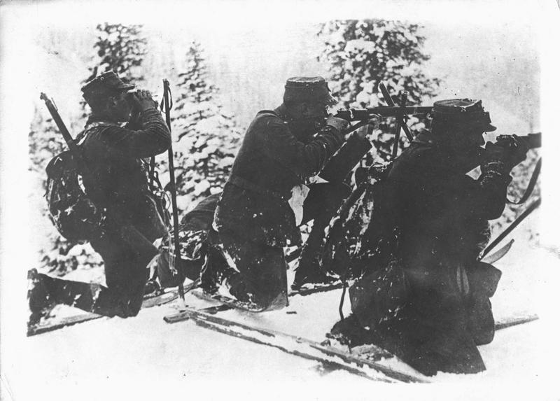 Sur le front. Sur le front autrichien. Skieurs autrichiens retranchés dans les Carpathes