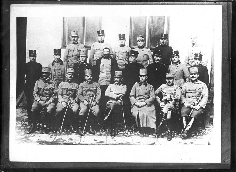 Dans les Carpathes. Etat-major autrichien à Przemy?l, Basses-Carpates. Le général Kusmanek, défenseur de la place