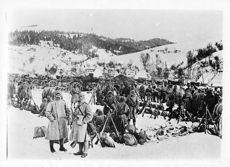 Dans les Carpathes. Colonne autrichienne campée dans un défilé de la région du Col d'Uszok