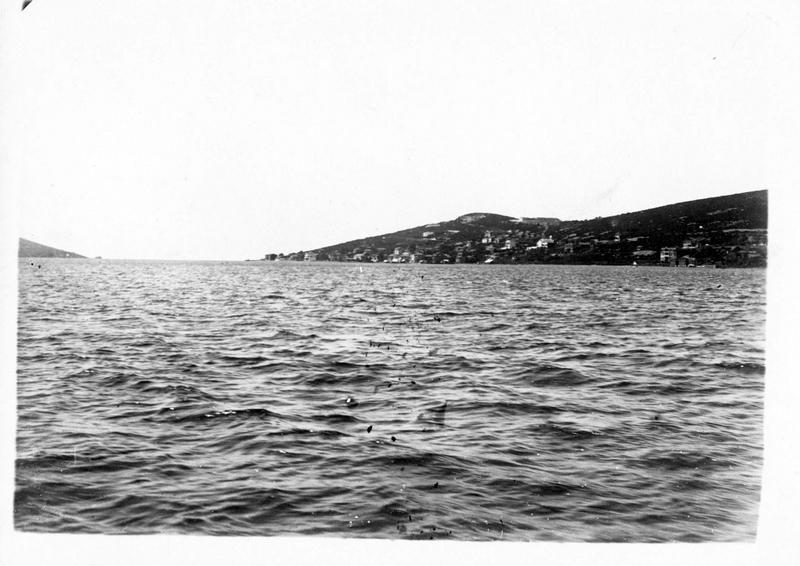 Dans les Dardanelles. l'Ile des Princes fortifiée par les Allemands, le dernier rempart de Constantinople