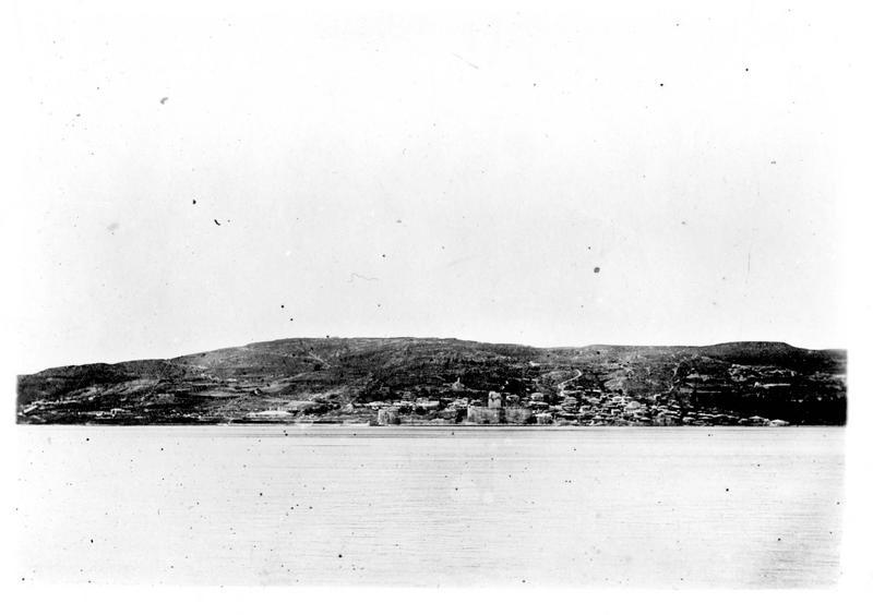 Dans les Dardanelles. Dardanus, dont le fort de la rive nord est actuellement bombardé par les navires des Alliés