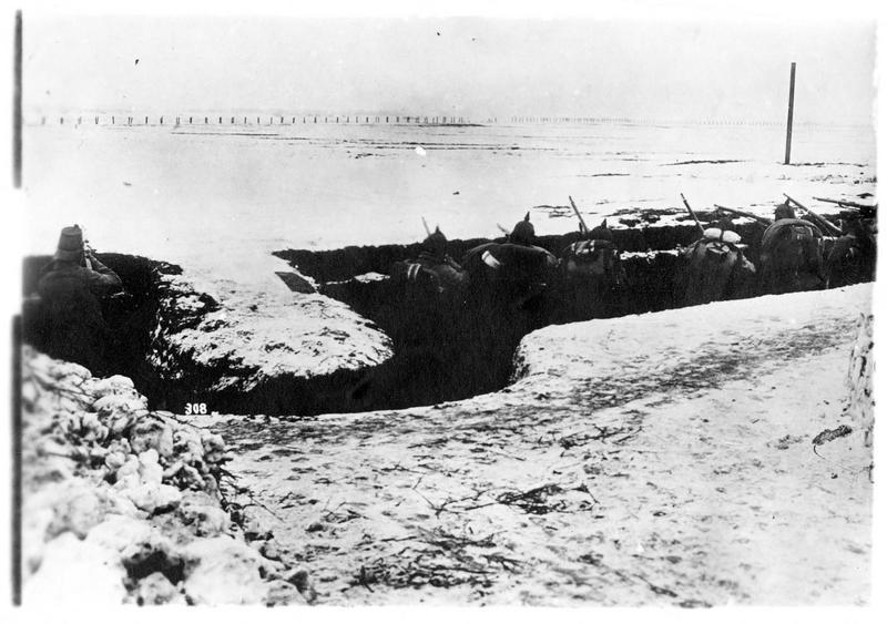 Dans les Carpathes. Une tranchée défendue par les Allemands dans les Carpates
