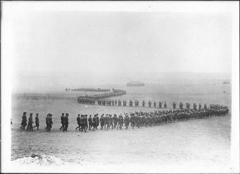 Sur le front. Le contingent canadien Princess Patricia (Princess Patricia's Canadian Light Infantry, PPCLI ) qui se bat actuellement en France