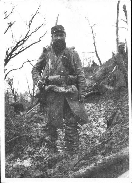 Guerre 1914-1915. Le type parfait du poilu sorti des tranchées