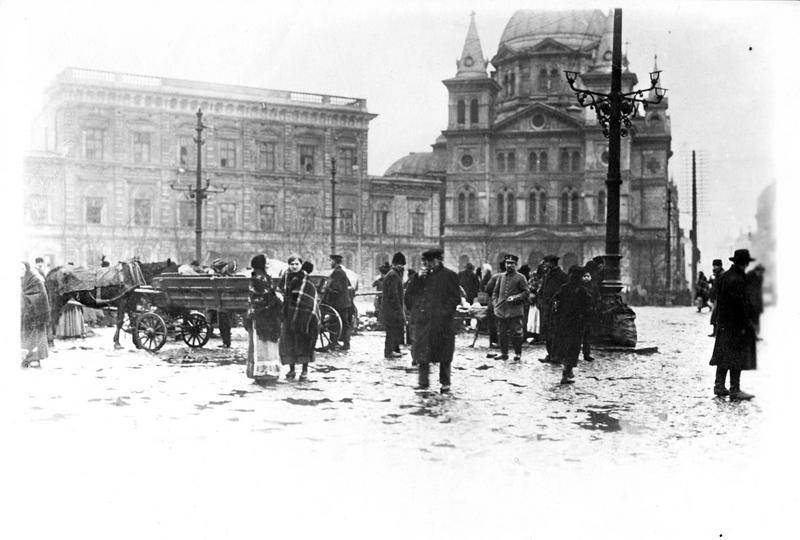 Guerre européenne. La place de l'Hôtel de Ville, pendant l'occupation de Lodz par les Allemands