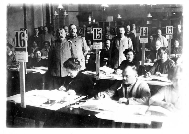 Guerre 1914-1915. Le bureau où sont adressées les listes des prisonniers internés en Russie, France et Angleterre