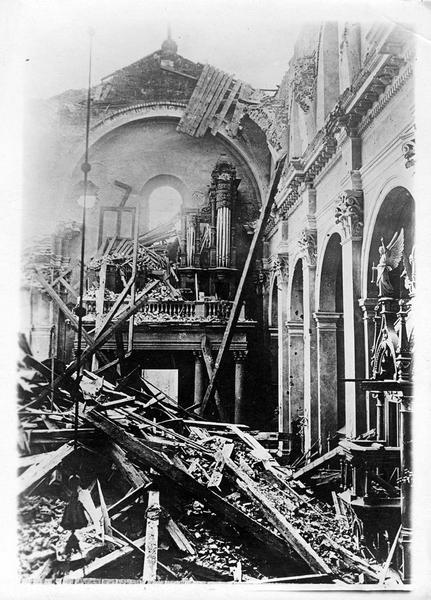 Sur le front. Sur le front russe en Galicie. Une église bombardée par les Allemands