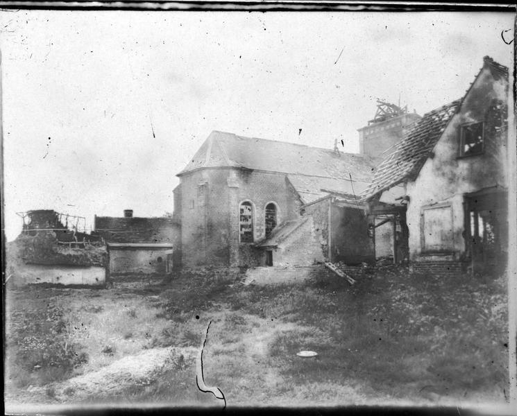 L'église de Pozières détruite par l'artillerie ennemie