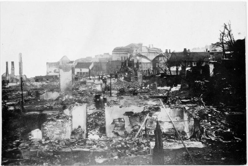 Un quartier de la ville détruit par un incendie