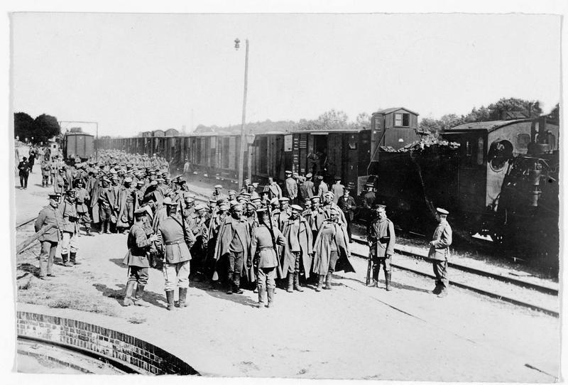 Arrivée de nouveaux prisonniers russes au camp d'Hammerstein (en allemand)