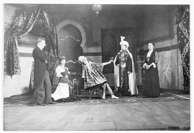 Jardin zoologique : représentation d'Odalisque du compositeur Hans Ludwig Kormann. Le produit de cette représentation, sous le patronage de madame Von Schweinitz, a été consacré aux blessés du régiment d'infanterie n°107