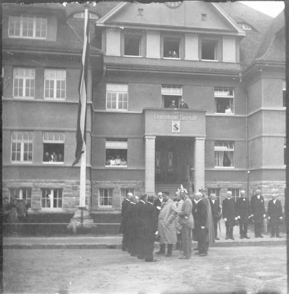 Le roi de Saxe, Frédéric-Auguste III, à Reichenau après la catastrophe de l'ouragan