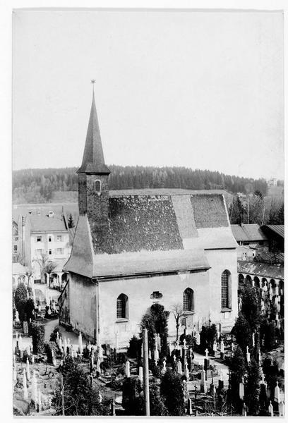 Chapelle construite par l'ingénieur Joseph Angerer en commémoration de la guerre. Vue sur la chapelle et le cimetière