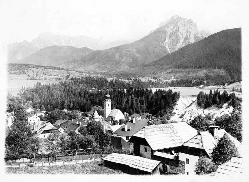 Vue de la ville et des montagnes