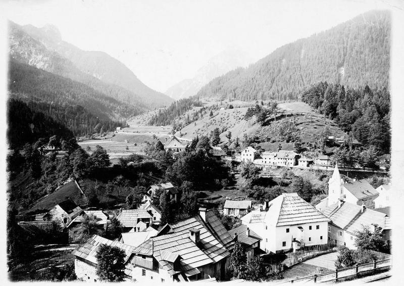 Vue d'ensemble de la ville à la frontière autrichienne