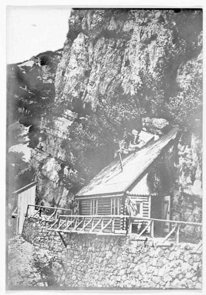 Le blockhaus où habite l'archiduc Charles François Joseph, commandant l'armée austro-hongroise sur le front du Tyrol