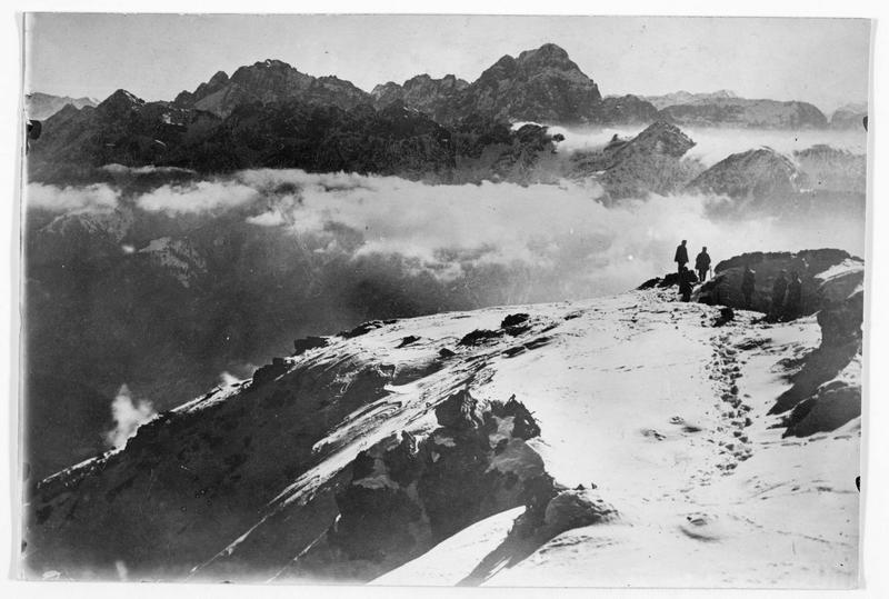 Patrouille austro-hongroise sur un haut plateau près de Cima Dodici