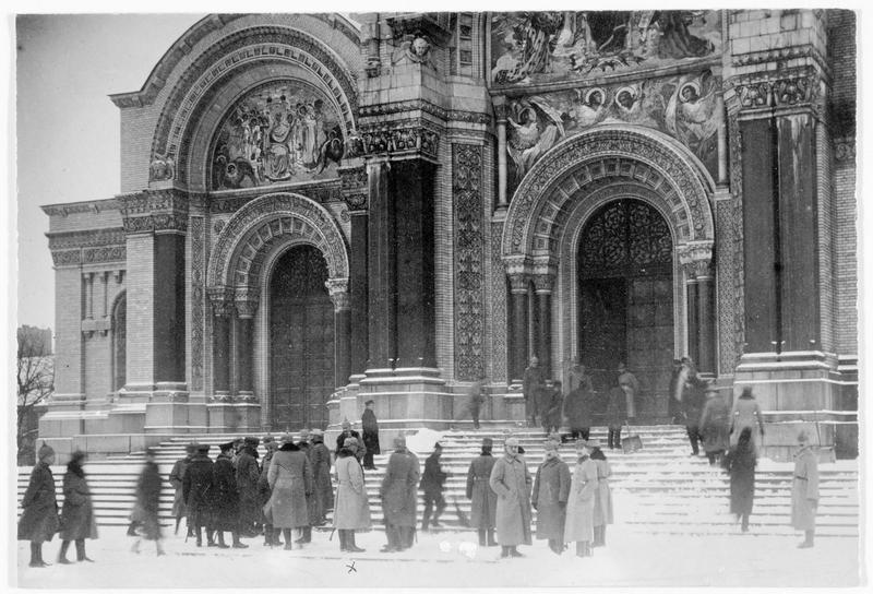 Le général von Boseler et son état-major devant l'église