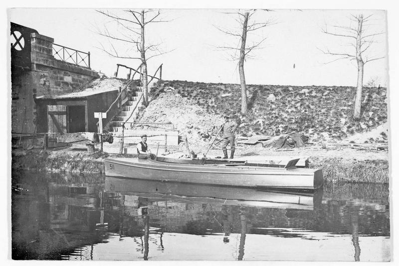 Position allemande: un bateau sur la Meuse près de Verdun