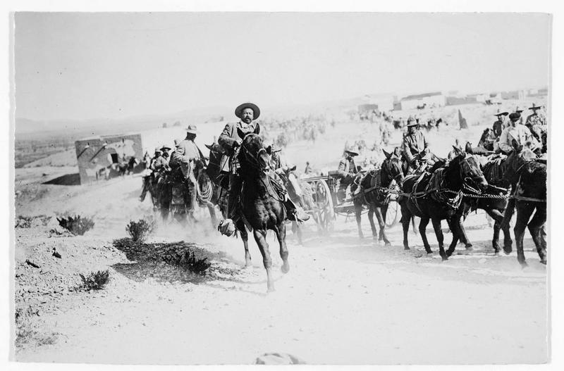 Le général Villa avec une colonne d'artillerie et la cavalerie mexicaine
