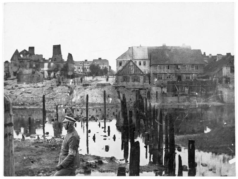 Les restes du pont que les Russes ont détruit pendant leur retraite