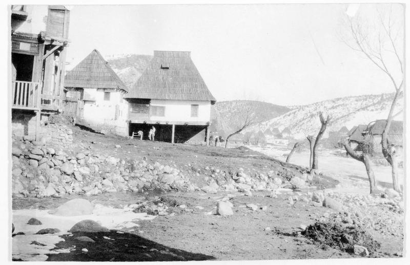 Près de Valona, village albanais sous la neige