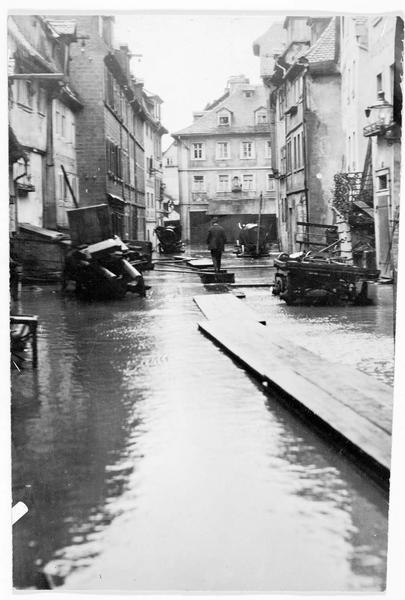 Inondations, mise en place de passerelles