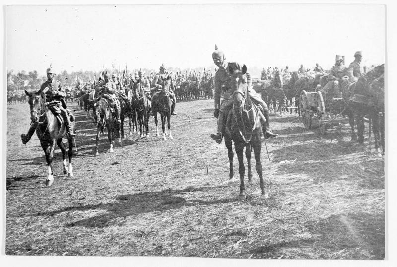 Troupes allemandes du général von Hindenbourg en marche vers Dunaburg (en allemand)