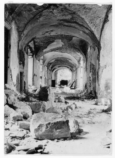 Ruines de l'église d'un monastère près de Monte Santo. Destruction du Chemin de Croix dans le cloître détruit