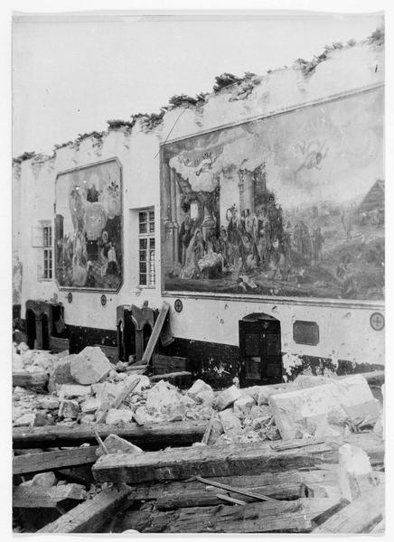 Ruines de l'église d'un monastère près de Monte Santo. Destruction du parvis et des peintures murales