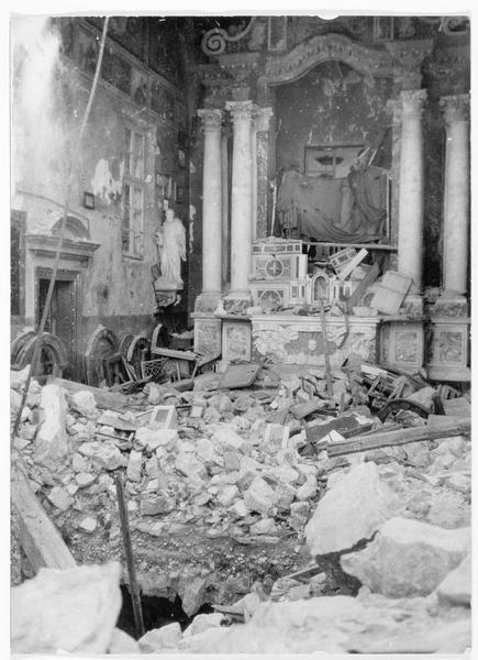 Ruines de l'église d'un monastère près de Monte Santo. Destruction de l'autel et des statues