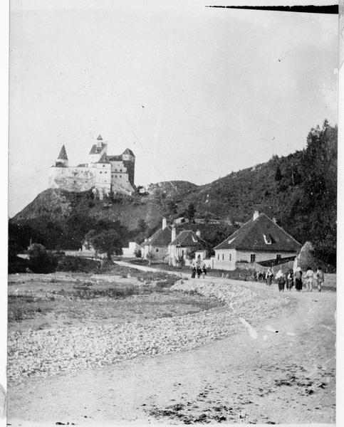 Front roumain. Le passage de Kronstadt à Kimpolung, région récemment occupée par les troupes roumaines. Vue du château