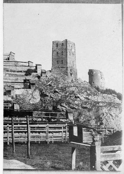 La tour blanche et la tour noire près de Kronstadt (en allemand)