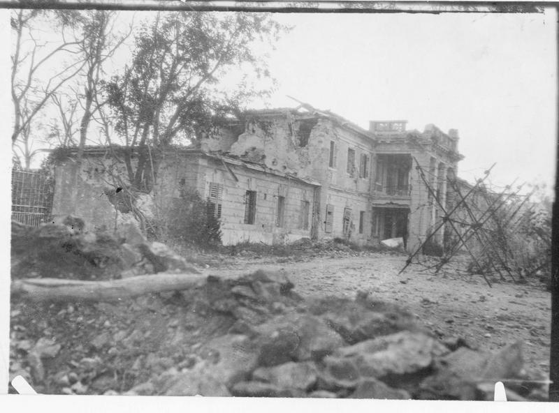 La gare de Montfalcone détruite par les insistants bombardements italiens