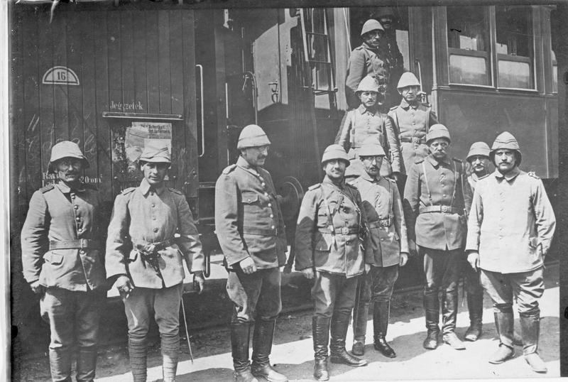 Arrivée des troupes turques sur le front de Galicie. Les officiers turcs à la gare