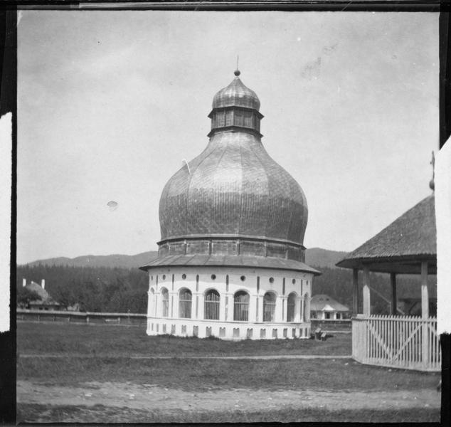Vue d'une église roumaine dans le monastère de Neamtzu