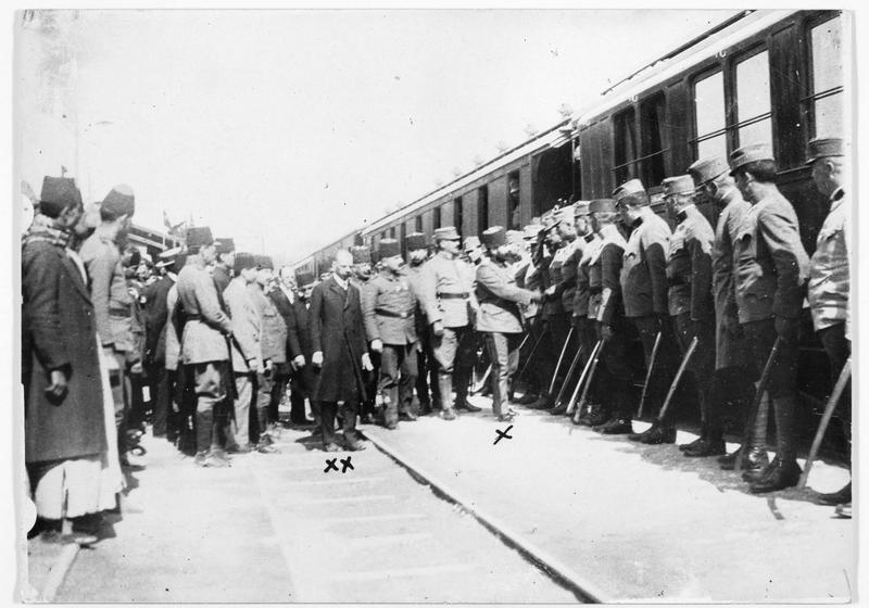 Présentation à son excellence Djemal Pacha d'officiers austro-hongrois, en gare de Damaskus (en allemand)
