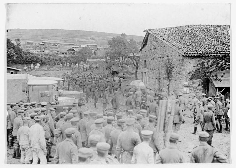 Front occidental. Enterrement solennel d'un officier allemand mort au combat